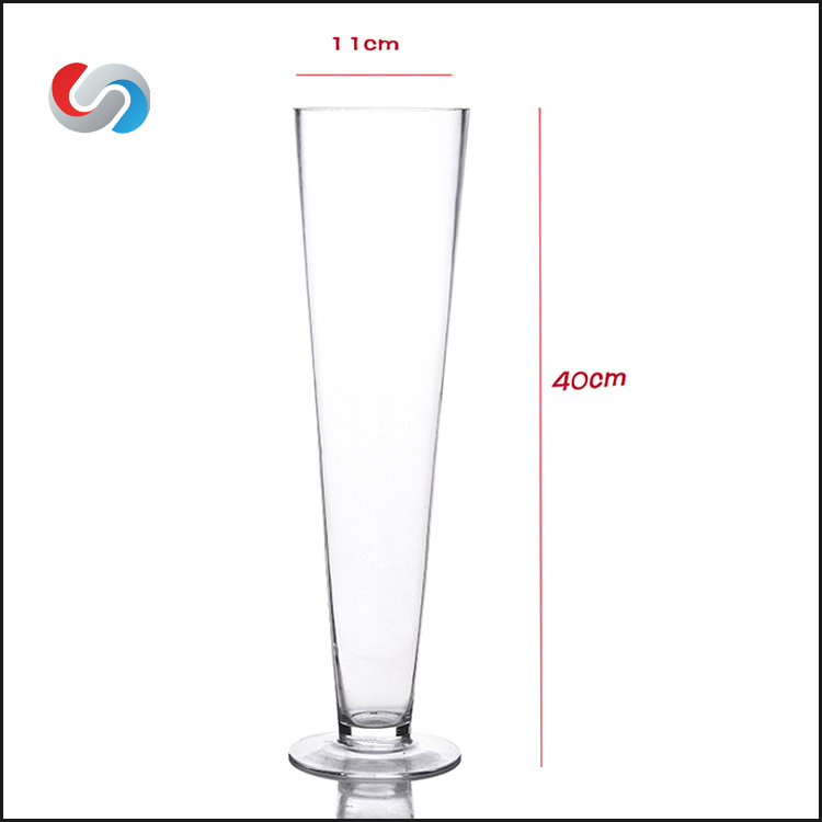 Hot selling V Shape Mouth Blown Wedding Tall Globlet Wide Mouth Wine Cocktail Drinking Glassware Juice