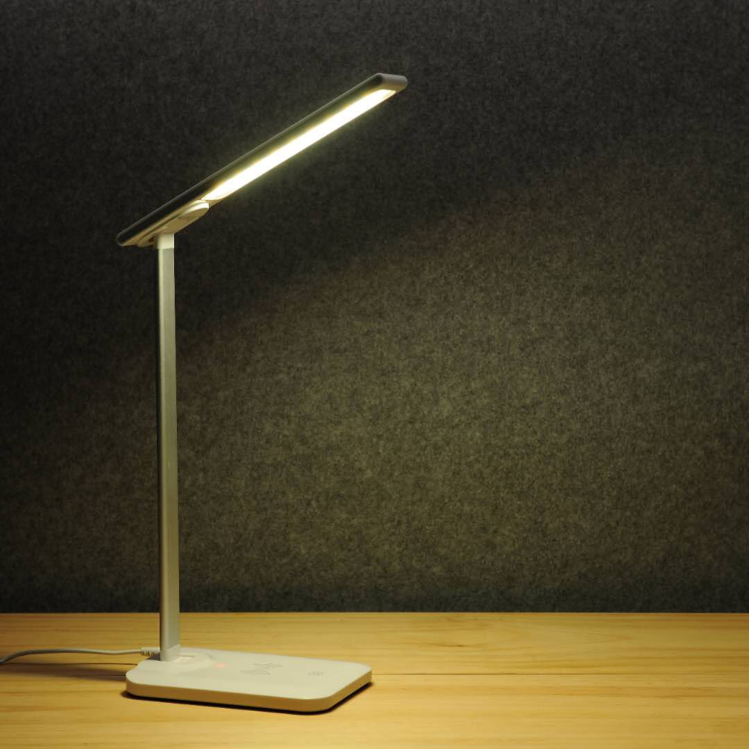 2018 Wireless Charger LED Table Lamp Eye-Pleasing Touch Switch Adjustable Light Lamp Energy Saving LED desk Lamp