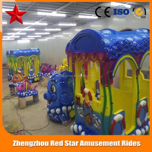 2017 hot sale outdoor train ride for kids and parent, animal outdoor train ride