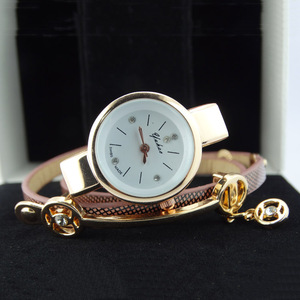 Wholesale China Fashion Diamond Pendent Beautiful Fancy Leather ladies Bracelet Watch Women