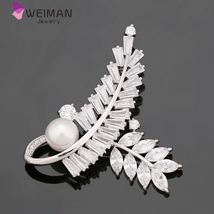 2017 New Fantastic Brass material CZ stone leaf shaped brooches for lady