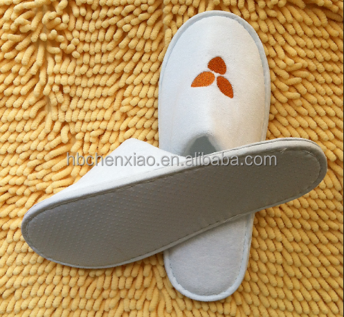 Anti slip dotted fabric 5mm EVA Sole white velour disposable hotel guest slippers with customized logo made in china