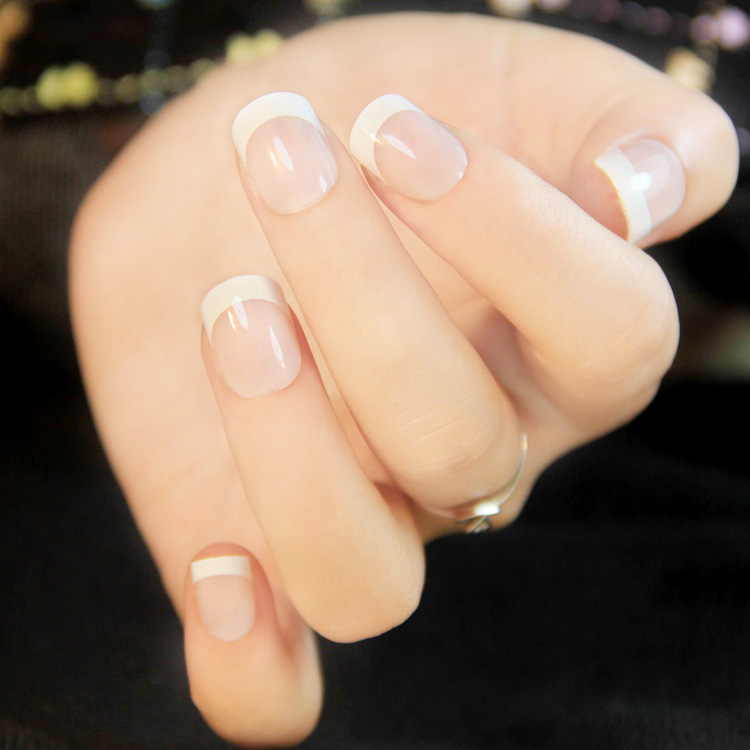 HOW TO FRENCH MANICURE ON SHORT NAILS
