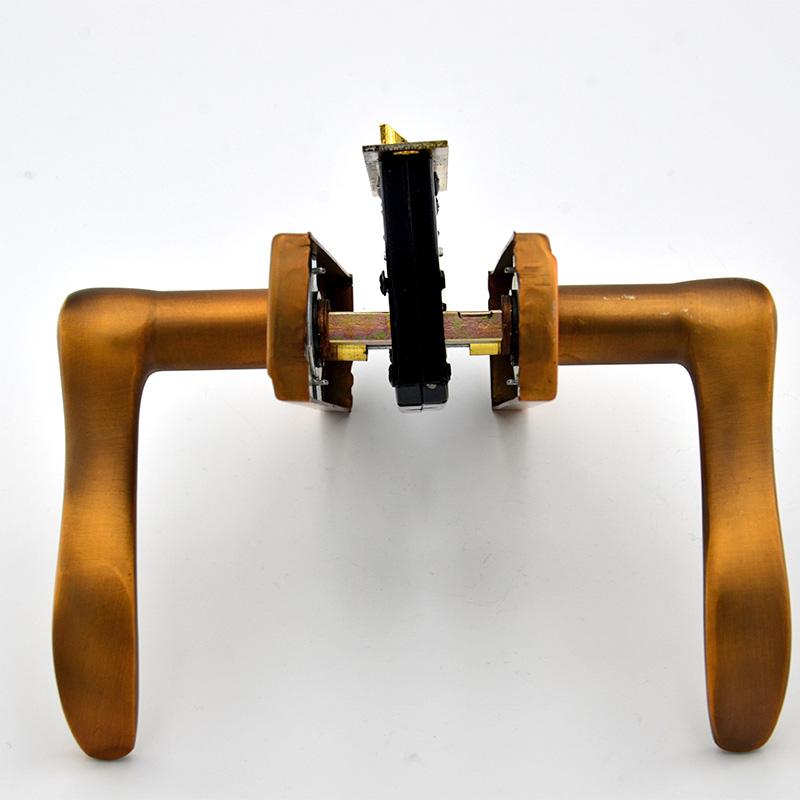 5 Clefs de serrure de style métalique doré pour meubles etc...