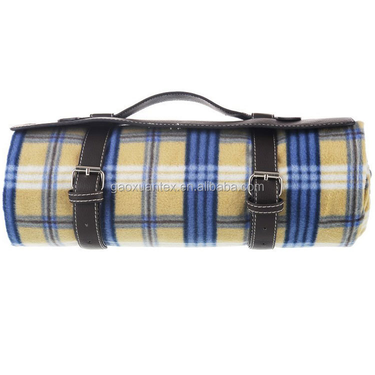 check plaid polar fleece with polyester water resistant roll up PU leather handle waterproof outdoor blanket