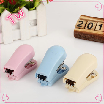 China Market Newest High Quality Cute Office Stationery List Promotional  Types Of Colorful Plastic Stapler Machine