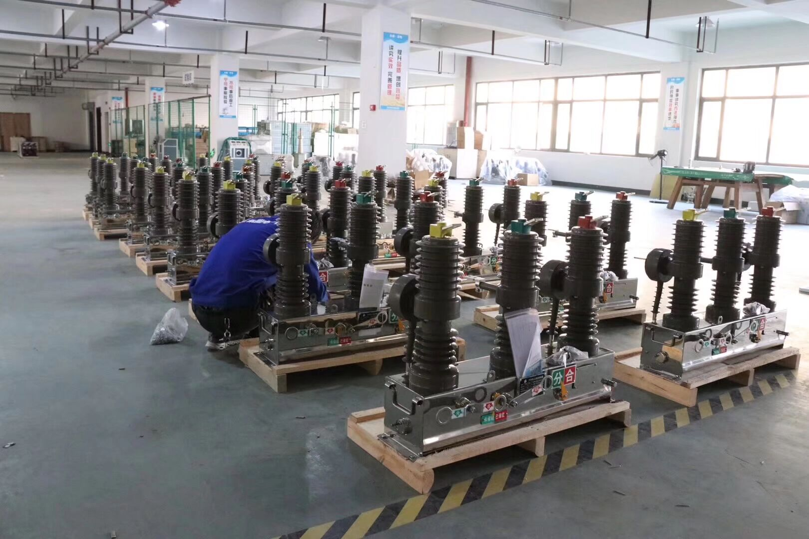Customized high voltage 800A vacuum circuit breaker specifications