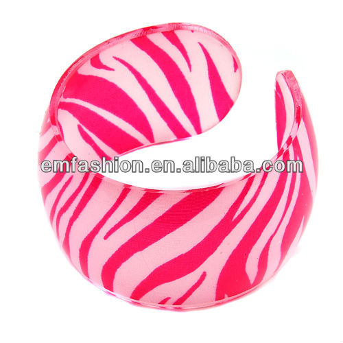 Fashion cheap plain acrylic cuff bangle hot sell zebra print bangle