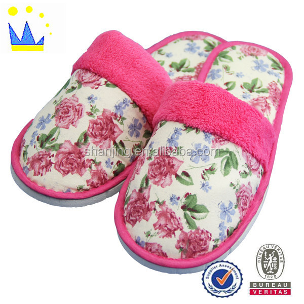 Ladies fashion shoe high quality printed fabric house shoe for guests
