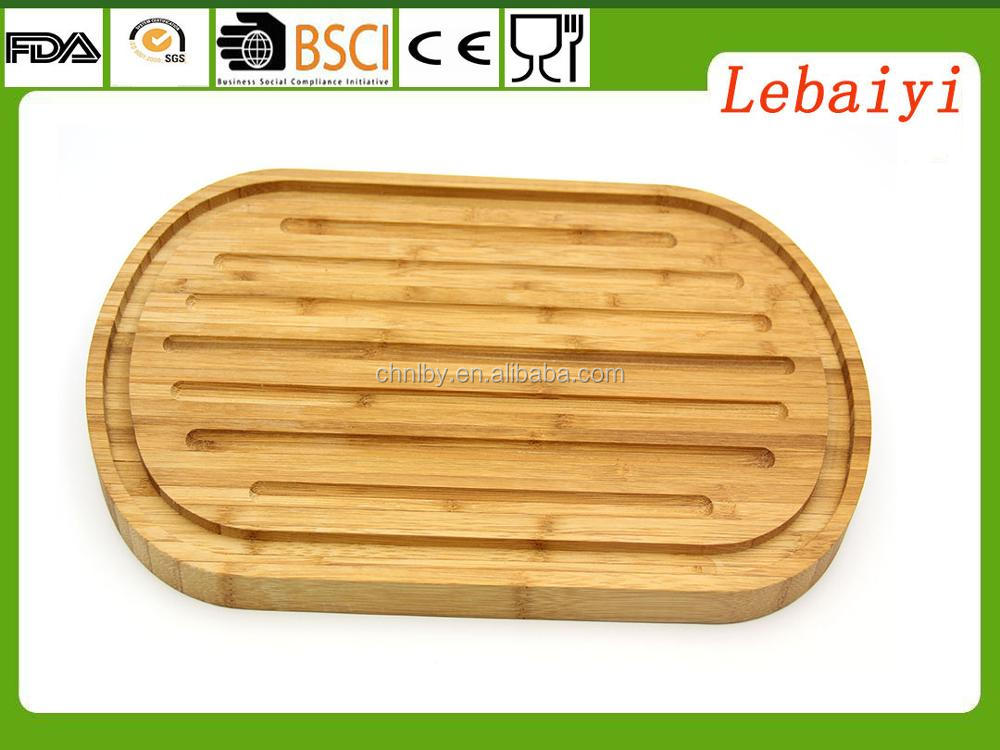 bread cutting board with crumbs collecting base and crumb catcher