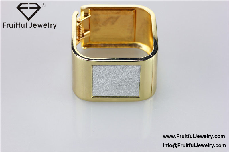 Traditional design accessories Square frosted surface spring buckle alloy bracelet bridesmaid gift business idea golden bracelet