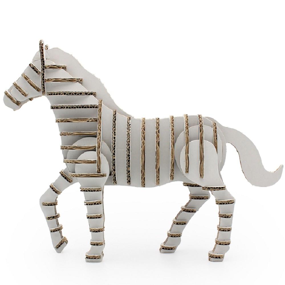 De cartón escultura caballo puro blanco decoración en
