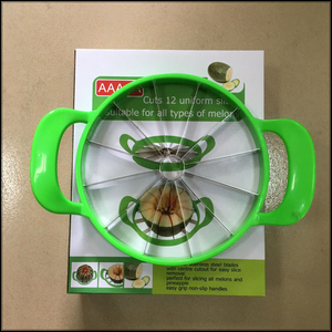 Super quality watermelon slicer cutter cuts 12 uniform slices suitable for all types of melons