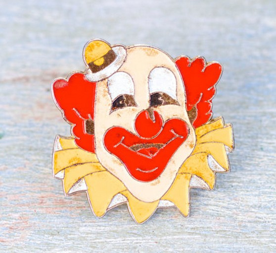 Unique design smiling clown funny face wood brooch