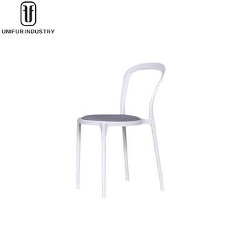 Moderne Belle Confortable Rembourrs Blanc De Mariage En Plastique Empilable Chaise Avec Trou Retour