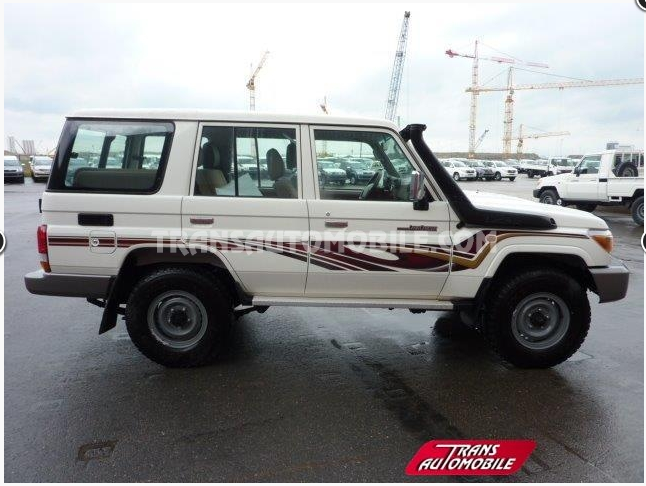 Toyota Land Cruiser 4x4 HZJ 76 Station Wagon ref 226