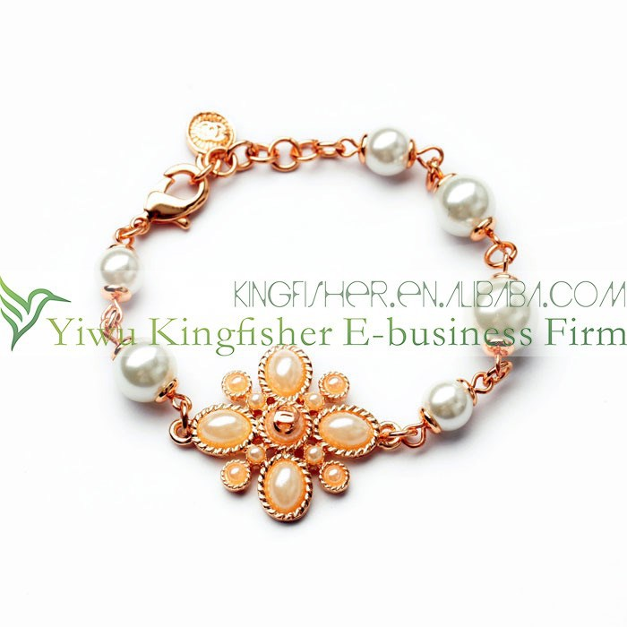 High quality pearl flower cluster golden chain links women pearl bracelet bulk wholesale from China