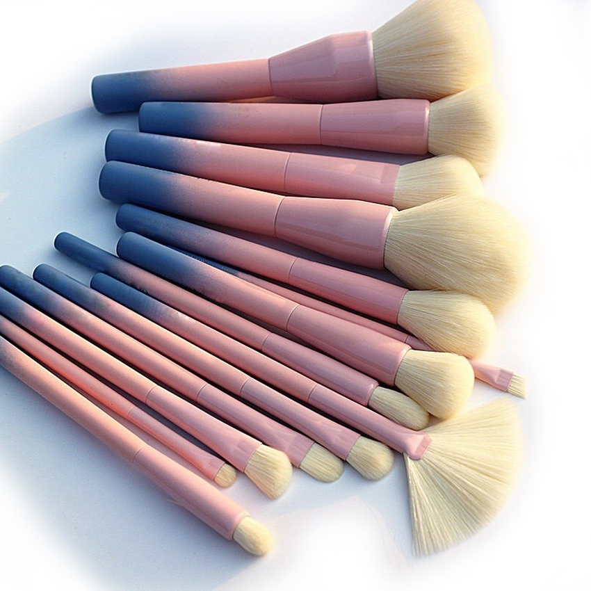 Alibaba.com / 14Pcs/set Gradient Handle Makeup Brushes Soft Synthetic Hair Foundation Power Brush Set Facial Make Up Tools with Cosmetic Bag