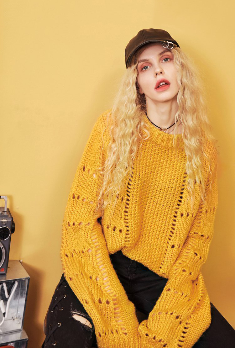 2019 Hollow loose super fashion knitted pullover sweater