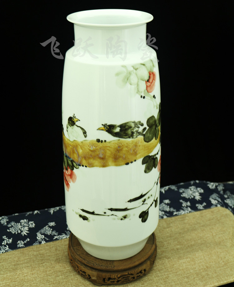 Jingdezhen ceramics master painted Rooster vase simple Chinese modern new Home Furnishing living room decoration