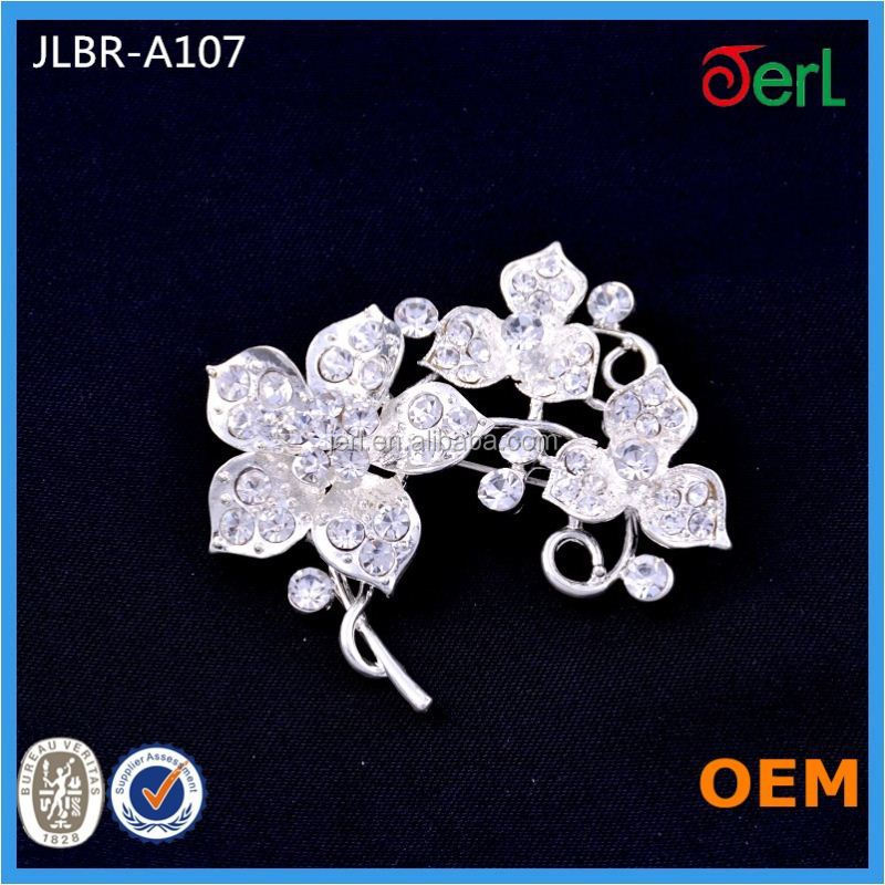 High Quality White Flower Rhinestone Crystal Brooch for wholesale