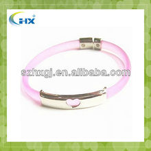 HXC-01 2012 Fashion design Silicone Bracelet with metal clip