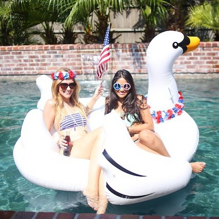 White Duck Giant Inflatable Swan Float   Buy Inflatable Swan Float,Inflatable  Swan Product On Alibaba.com