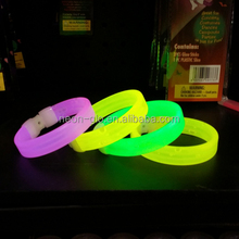 2017 Outdoor and Indoor Kid Toys Fluorescent Triplet Glow in the Dark Chemical Glowstick Bracelets for Party