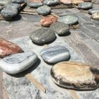 Top quality garden decoration jade pebbles stone prices