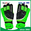 2017 New Professional 4mm Goalkeeper Gloves manufactured in China