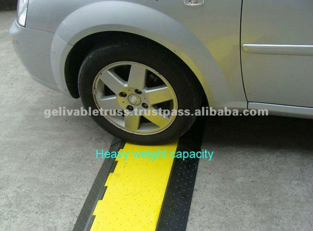 Yellow And Black Speed Breaker Polyurethane Speed Bump Protective
