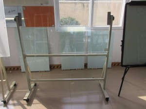 Reversible magnetic dry erase glass whiteboard standing on wheels