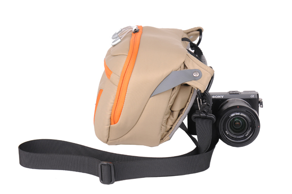 Portable business Shoulder Bag for a DSLR with Standard Zoom Lens
