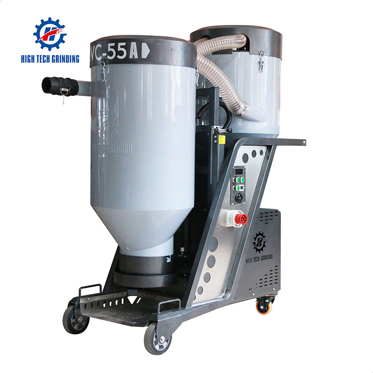 High-efficiency industrial vacuum cleaner