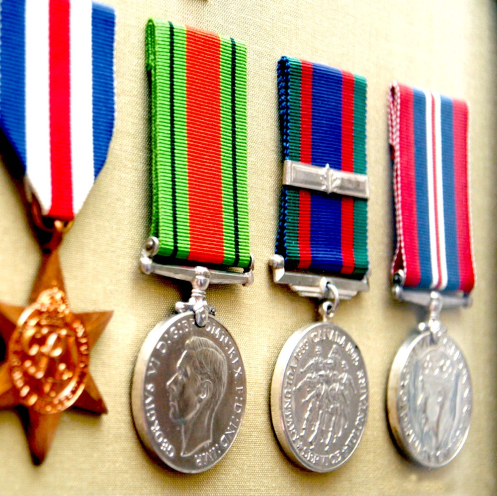 China manufacturer military medal engraving with ribbons bar