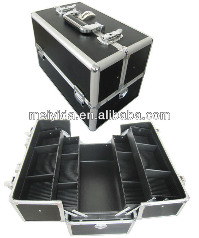 Aluminum cosmetic case with dividers inside