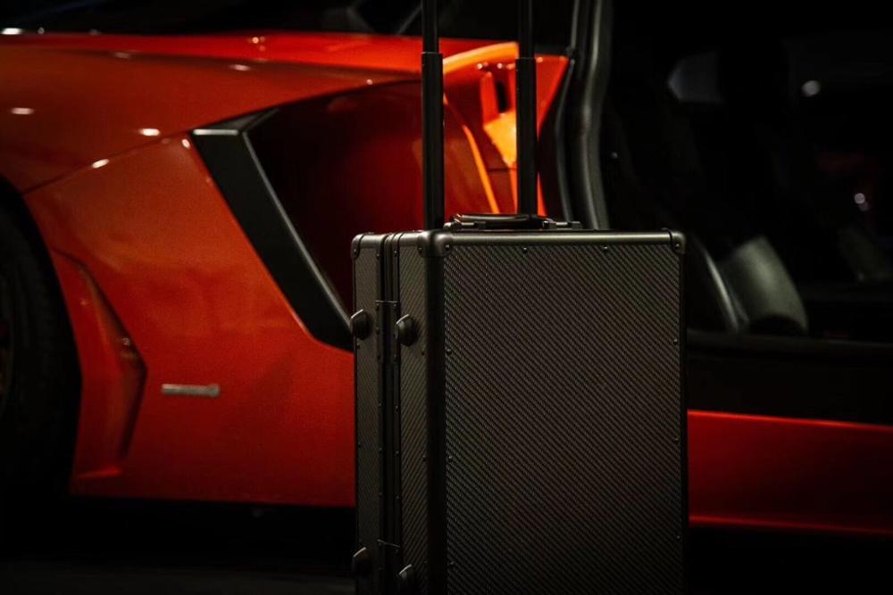 Lightweight-Ultra-Resistant-Genuine-Carbon-Fiber-Suitcase