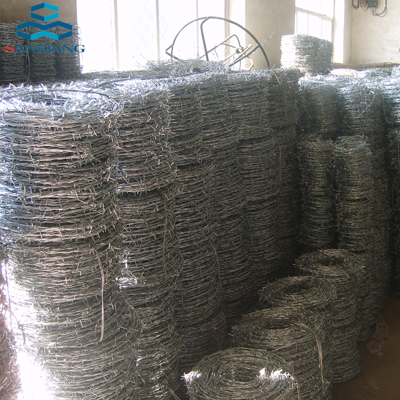 450mm Coil Concertina Razor Barbed Wire On Top Of Chain Link Fence