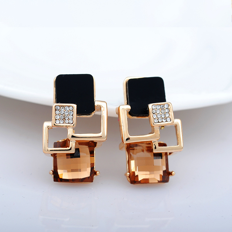 2017 New Arrival Korean Gold Plated Austrian Crystal Geometric Earrings