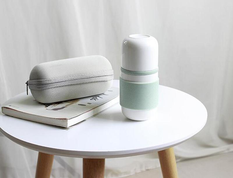 Nuovo Disegno di ceramica tè viaggi tazza con infusore e custodia in silicone