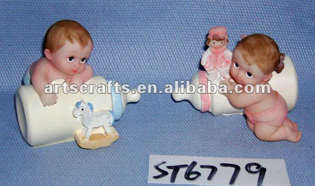 Polyresin nursing baby figurines