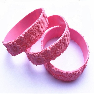 fashion 2018 newest items 3d flower shaped embossed silicone wristband
