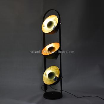 vintage industrile vloerlamp met massa golder kleur interieur x 3 shades