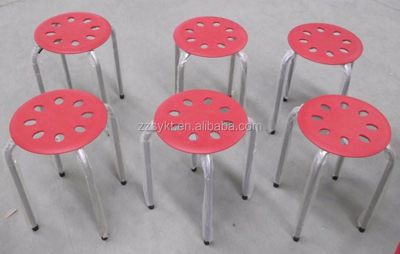 Piccola rotonda plastica impilabili sgabelli con gambe in metallo
