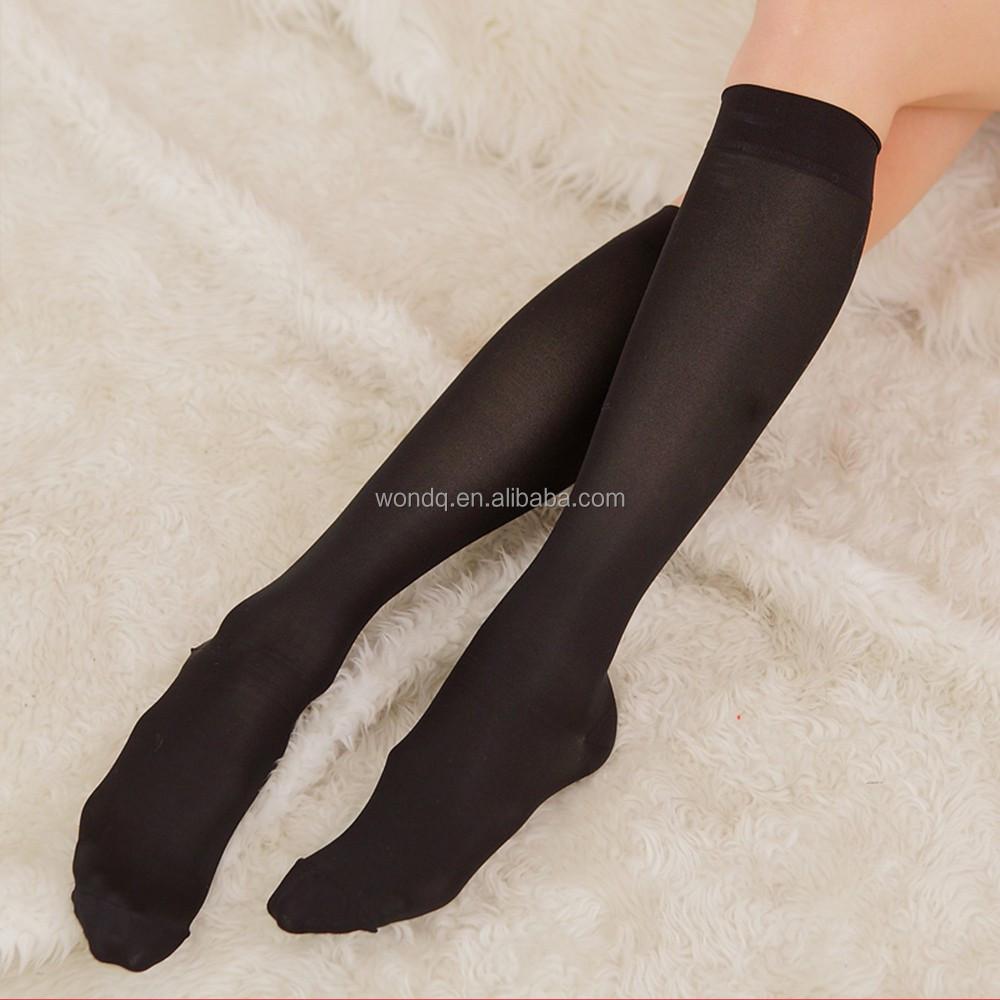 Iki-renkli-dizde-desenli-örgü-çorap