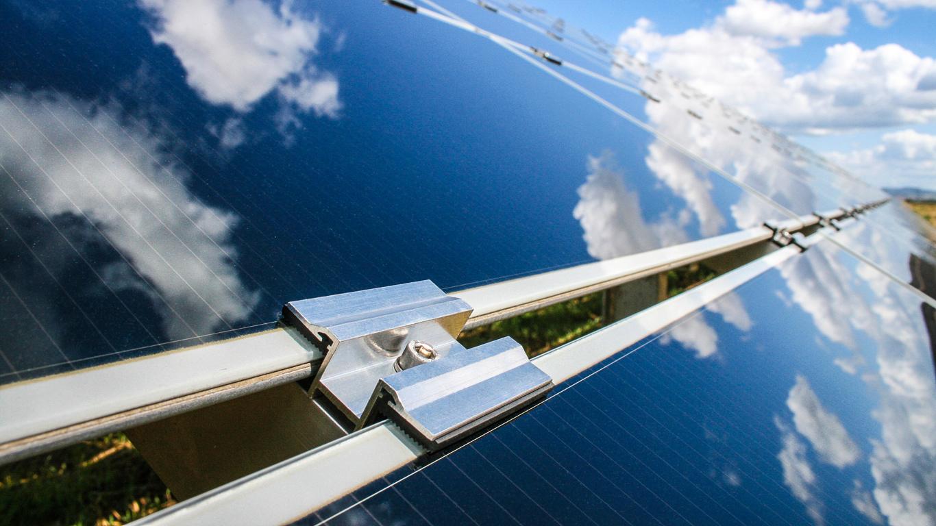 Ayarlanabilir çerçevesiz güneş paneli bileşenleri