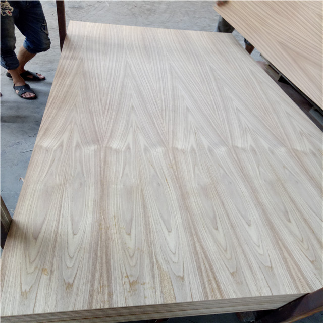 Crown cut teak fineer multiplex voor meubels 3.5mm