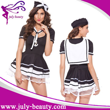 girls-in-japanese-sailor-uniform