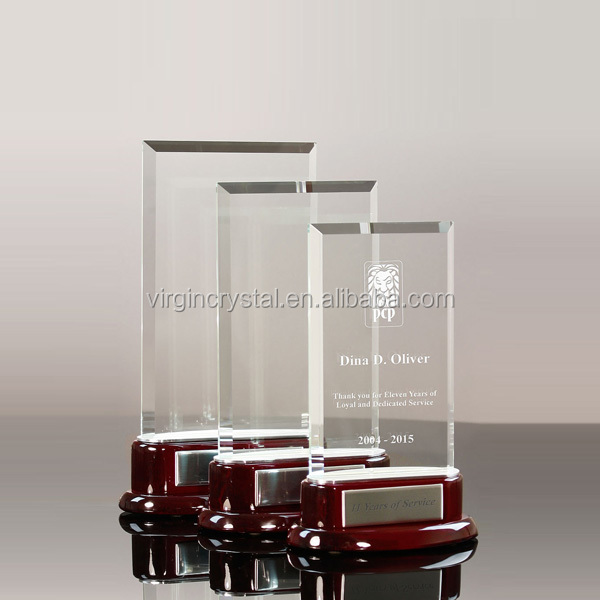 Hot Sale 3D Laser Engraved Clear Glass Rectangle Awards Plaque With Red Wooden Base as Souvenirs Awards