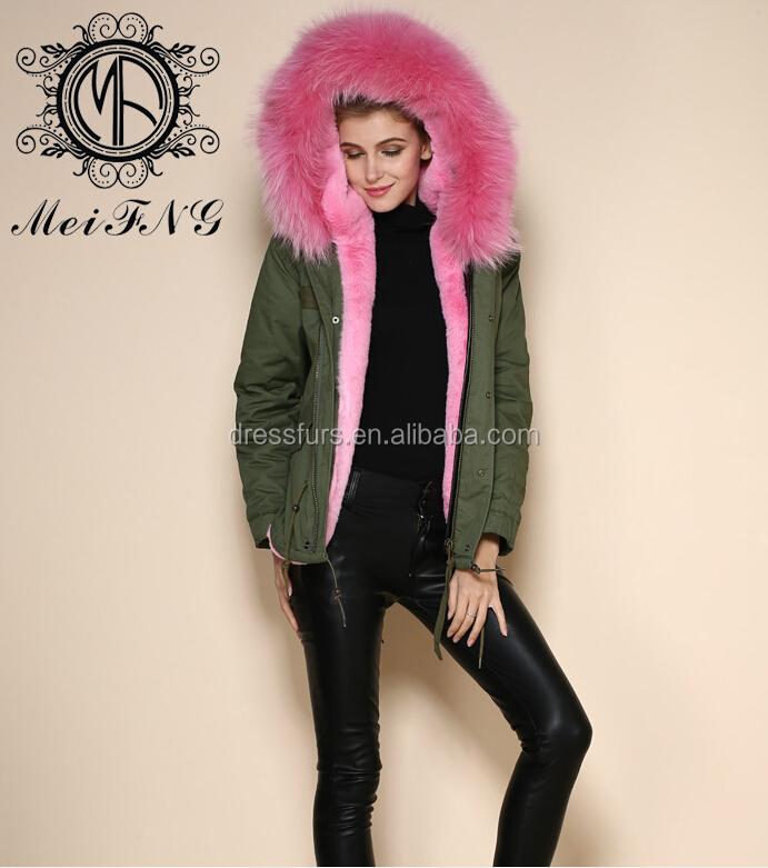 legergroene jas met roze bont